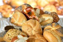 Broodjes en pretzels stock foto's