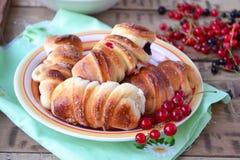 Broodjes met bessen Selectieve nadruk Stock Foto's