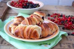 Broodjes met bessen Selectieve nadruk Royalty-vrije Stock Foto's