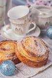 Broodjes met Kerstmis of Nieuwjaarvakantiedecoratie Stock Fotografie