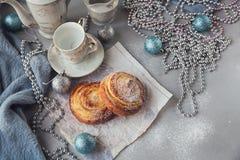 Broodjes met Kerstmis of Nieuwjaarvakantiedecoratie Royalty-vrije Stock Afbeeldingen