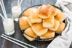 Broodjes met melk Royalty-vrije Stock Afbeelding