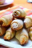 Broodjes met noten en honing Stock Afbeelding
