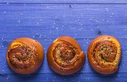 Broodjes met sesamzaden en zonnebloemzaden Stock Afbeeldingen