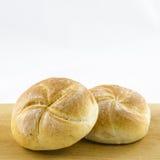 Broodjes op lijst op wit wordt geïsoleerd dat Royalty-vrije Stock Foto