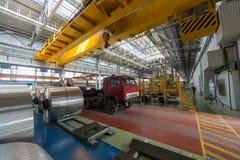 Broodjes van aluminium in de vrachtwagen worden ondergedompeld die royalty-vrije stock fotografie