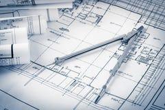 Broodjes van architectuurblauwdrukken en huisplannen Stock Foto