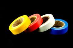 Broodjes van gekleurde buisband op zwarte achtergrond royalty-vrije stock afbeelding