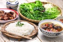 Broodjescha, Vietnamese noedelschotel stock fotografie