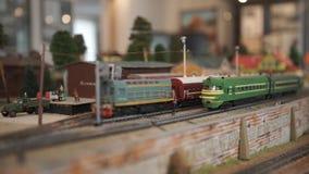 Broodplankmodel van de spoorweg stock video