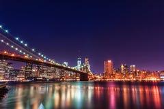 Brooklin Bridge på natten exponering long New York NYC Royaltyfri Bild
