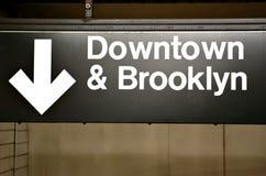 Brooklyn & het teken van de binnenstad in metro royalty-vrije stock foto's