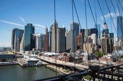Brooklyn-Brücke, ein World Trade Center und Finanzbezirk: Sommer in Manhattan Lizenzfreie Stockbilder