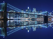 Brooklyn-Brücke nachts lizenzfreies stockfoto