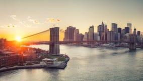 Brooklyn-Brücke und Manhattan am Sonnenuntergang Stockfoto