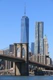 Brooklyn-Brückeen- und Manhattan-Skyline Stockfoto