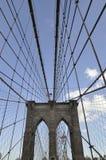 Brooklyn-Brücken-Details über East River von Manhattan von New York City in Vereinigten Staaten Stockfotos