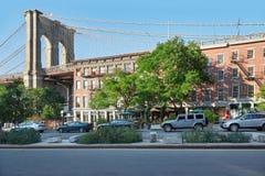 Brooklyn-Brücken-Säule und leere Straße in New York Lizenzfreie Stockfotografie