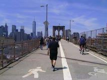 Brooklyn-Brücken-Weg und Fahrrad Stockfotos