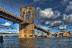 Brooklyn Bridge. New York City on a bright sunny day with patchy clouds Royalty Free Stock Photos