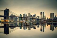 Brooklyn bridge and Manhattan at dusk Royalty Free Stock Photos