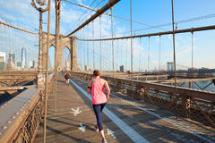 Brooklyn Bridge in a sunny morning with people running in New York Royalty Free Stock Photos