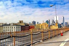 Brooklyn bro i Manhattan med skyskrapor stad New York Royaltyfri Fotografi