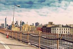 Brooklyn bro i Manhattan med skyskrapor stad New York Fotografering för Bildbyråer