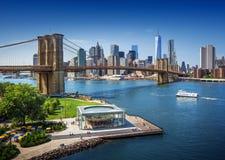 Brooklyn bro i New York City - flyg- sikt Arkivfoto