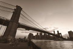 Brooklyn bro i sepiasignal arkivfoto