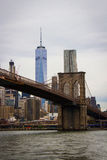 Brooklyn bro med Freedom Tower Royaltyfria Bilder