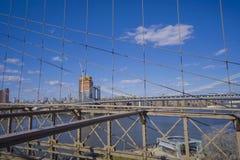 Brooklyn bro New York - en berömd gränsmärke MANHATTAN - NEW YORK - APRIL 1, 2017 Fotografering för Bildbyråer