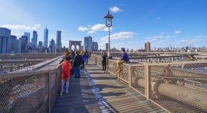 Brooklyn bro New York - en berömd gränsmärke MANHATTAN - NEW YORK - APRIL 1, 2017 Royaltyfri Bild