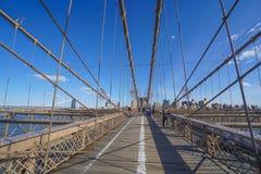 Brooklyn bro New York - en berömd gränsmärke MANHATTAN - NEW YORK - APRIL 1, 2017 Arkivbilder
