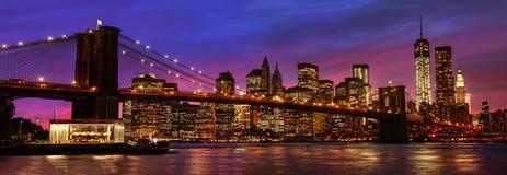 Brooklyn bro och Manhattan på solnedgången Royaltyfri Foto