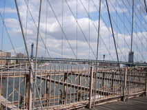 Brooklyn bro och New York City i bakgrunden Royaltyfri Fotografi
