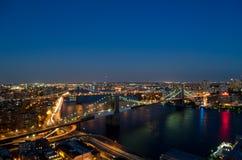 Brooklyn bro på natten arkivfoton