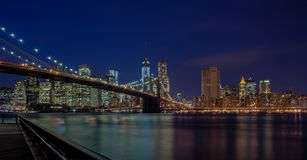 Brooklyn bro på natten royaltyfri fotografi
