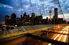 Brooklyn bro på skymning royaltyfri bild