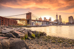 Brooklyn bro på solnedgången arkivfoton