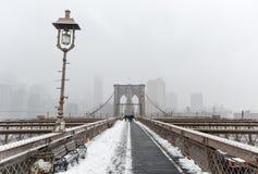 Brooklyn bro, snöstorm - New York City Royaltyfri Fotografi