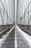 Brooklyn bro, snöstorm - New York City Arkivbild