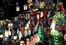 BROOKLYN, NEW YORK - 20 de dezembro de 2017 - luzes de Natal das alturas de Dyker é decorada para o feriado      para Fotografia de Stock