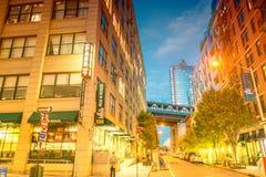 BROOKLYN, NEW YORK - 8 DE JUNHO DE 2013: Turistas e locals ao longo do cit Foto de Stock