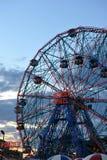 BROOKLYN, NEW YORK - 31 MAGGIO: Ruota di meraviglia al parco di divertimenti di Coney Island Immagini Stock Libere da Diritti