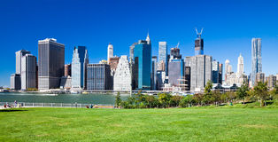 BROOKLYN, New York - Manhattan dal parco del ponte di Brooklyn Fotografie Stock Libere da Diritti