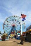 Rueda de la maravilla en el parque de atracciones de Coney Island Fotografía de archivo libre de regalías