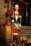 BROOKLYN, NUEVA YORK - 20 de diciembre de 2017 - las luces de la Navidad de las alturas de Dyker se adorna para el día de fiesta  Foto de archivo