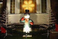 BROOKLYN, NUEVA YORK - 20 de diciembre de 2017 - las luces de la Navidad de las alturas de Dyker se adorna para el día de fiesta  Fotos de archivo libres de regalías