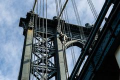 Brooklyn, NY/de V.S. - 31 juli 2018: Het bekijken omhoog details van Manha stock foto
